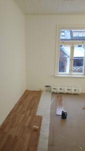 Remontti voi olla pieni tai suuri - tässä tehdään uusi lattiapinnoite